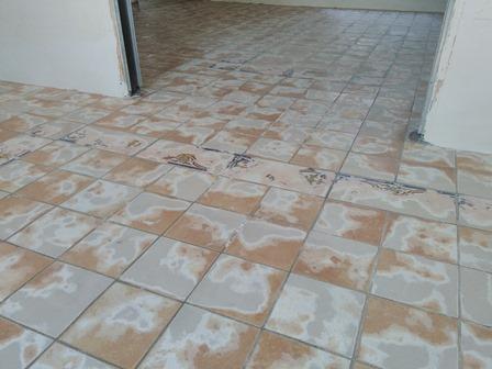 Posa in opera pavimento in resina a milano - Incollare piastrelle su pavimento esistente ...