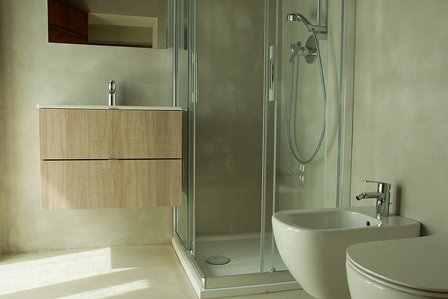 L 39 azienda v v produciamo microcemento pavimenti in resina ad alta qualit - Bagni rivestiti in resina ...