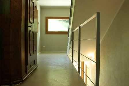 L 39 azienda v v produciamo microcemento pavimenti in resina ad alta qualit - Pavimenti in cemento per interni pro e contro ...