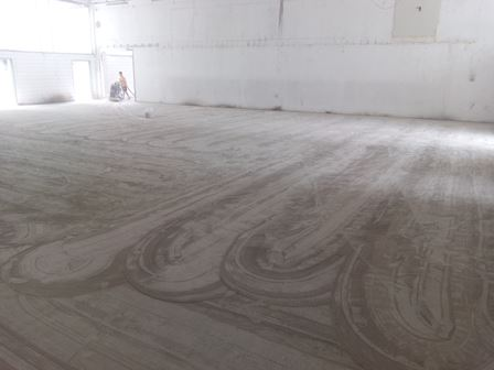 Pavimenti Industriali In Resina Epossidica : Posa in opera di pavimento industriale in resina