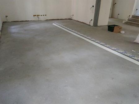 Pavimento moderno in resina a milano - Pavimento interno moderno ...