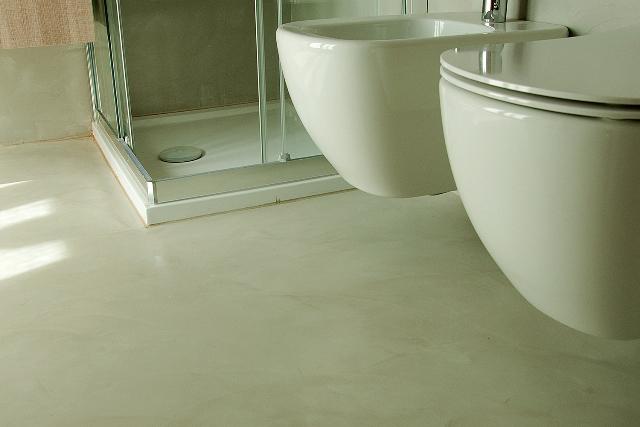 Pavimentazioni in resina dal produttore qui anche manodopera - Bagno in cemento resinato ...