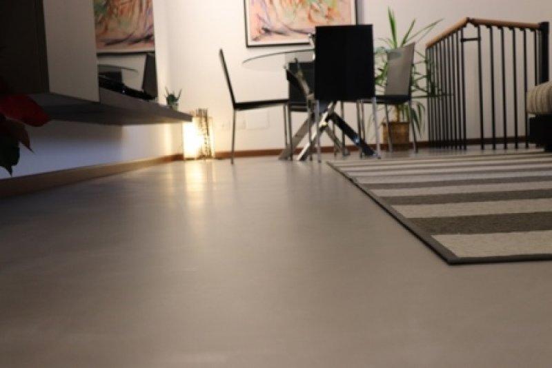 Pavimenti in microcemento pro e contro for Pavimento in resina pro e contro